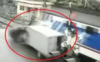 چین: ٹرین اورٹرک میں خوفناک تصادم