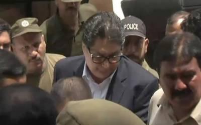 نیب کا فواد حسن فواد کے گھر چھاپہ، اہم ریکارڈ قبضے میں لے لیا۔