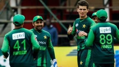 پاکستان نے آسٹریلیا کو شکست دے کر ٹرائینگولر سیریز کی ٹرافی اپنے نام کرلی