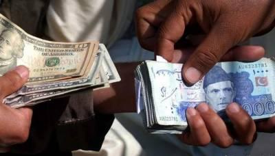 انٹربینک مارکیٹ میں ڈالر کی قیمت میں 4 روپے اضافے کے بعد روپیہ دباؤ کا شکار