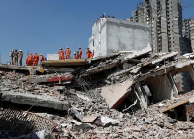 بھارت نیو دہلی میں ۶ منزلہ عمارت گرنے سے بہت سے افراد لاپتہ