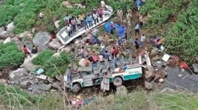 ھارتی ریاست اتراکھنڈ میں بس کھائی میں گرنے کا المناک حادثہ پیش آیا،جس کے نتیجے میں 14مسافر ہلاک اور 17 زخمی ہوگئے