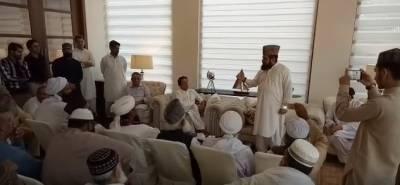 چیئرمین تحریک انصاف عمران خان کی جمیعت علمائے اسلام پاکستان کے سربراہ قاری زوار بہادر سے ملاقات،