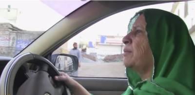 زاہدہ پاکستان کی پہلی ٹیکسی ڈرائیور