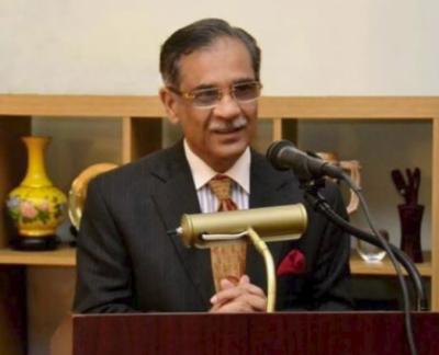 اگر ادارےنہیں چل رہےتو ملک کیسے چل رہاہے۔چیف جسٹس پاکستان