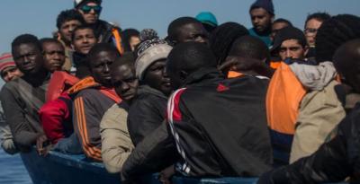 اٹلی نے پناہ گزینوں کے امدادی بحری جہازوں کو لنگر انداز ہونے کی اجازت دے دی