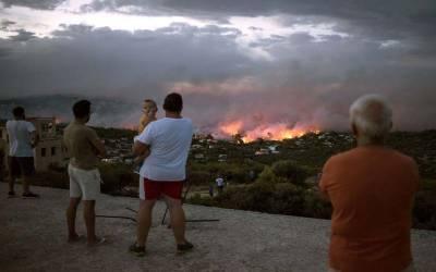 ایتھنز کے مضافات میں جنگلی آگ بھڑکنے سے50 سے زائد افراد ہلاک اور ڈیڑھ سو سے زیادہ زخمی
