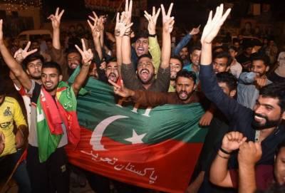 عام انتخابات کے نتائج آنا شروع ہوتے ہی تحریک انصاف کے کارکنوں نے ملک بھر میں نئے پاکستان کا جشن منانا شروع کردیا