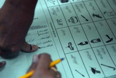 کراچی میں قومی اسمبلی کے حلقوں این اے 246 اور 247 میں تعینات 9 پریزائیڈنگ افسران انتخابی ڈیوٹی سے غائبہوگئے