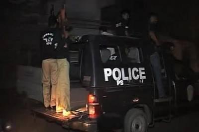 کراچی کے علاقے شاہ فیصل کالونی میں پولیس نے کارروائی کرتے ہوئے سیاسی جماعت سے تعلق رکھنے والےمبینہ ٹارگٹ کلر کو گرفتار کر لیا