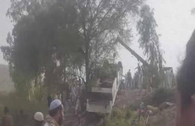 کوہاٹ انڈس ہائی وے پر ٹریفک حادثہ میں پندرہ افراد جاں بحق اور ستائیس زخمی