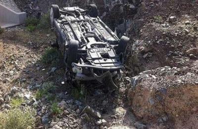 وادی نیلم: مسافر وین کھائی میں جا گری، 3 افراد جاں بحق، 12 زخمی