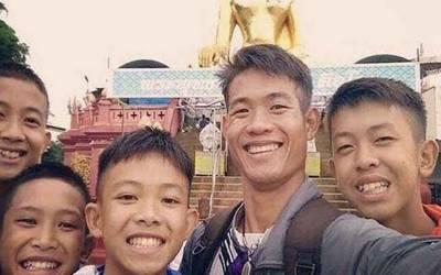 غار سے بچنے والے 3 لڑکوں اور کوچ کو تھائی شہریت مل گئی