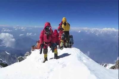 پاک فوج کی 8 رکنی ٹیم نے ناران کی بلند ترین چوٹی ملکہ پربت سر کر لی