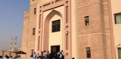 اسلام آباد کی احتساب عدالت نے مضاربہ سکینڈل کا فیصلہ سناتے ہوئے ملزم کوسات سال قید اڑتیس کروڑ جرمانے کی سزا سنادی