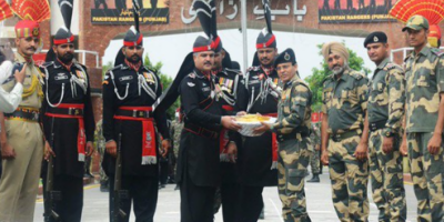 واہگہ بارڈر پرخصوصی تقریب،پاکستان رینجرز کا بھارتی بارڈر فورسز کو مٹھائی کا تحفہ
