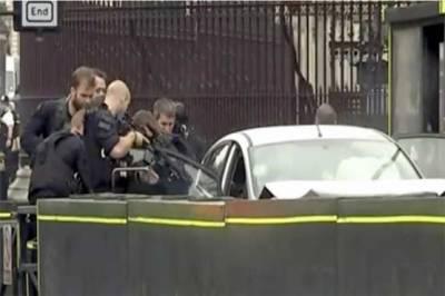 برطانوی دارالحکومت لندن میں پارلیمنٹ کی عمارت پر مبینہ حملہ،