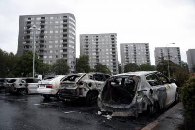 سویڈن کے مختلف شہروں میں نوجوانوں نے رات کے اندھیرے میں 100 سے زائد گاڑیاں جلادیں