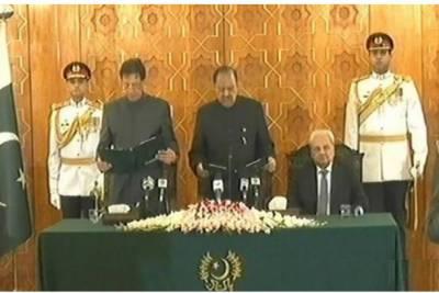 اسلام آباد: عمران خان نے پاکستان کے 22 ویں وزیراعظم کے عہدے کا حلف اٹھا لیا۔