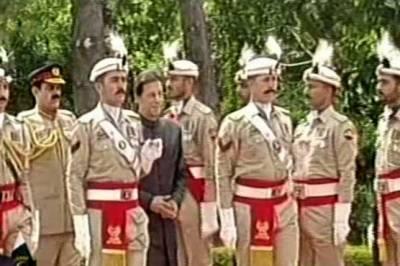 عمران خان کی وزیراعظم ہاؤس آمد، گارڈ آف آنر پیش کیا گیا