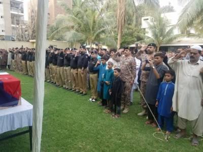 کراچی: تھانہ شرہف آباد کے شہید ہیڈکانسٹیبل کی نماز جنازہ ادا کردی گئی