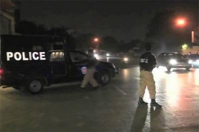 کراچی کے علاقے شاہ لطیف گوہی گوٹھ میں ایک گھرپرنامعلوم موٹرسائیکل سوار ملزمان نے بال بم سے حملہ کیااور فرارہوگئے