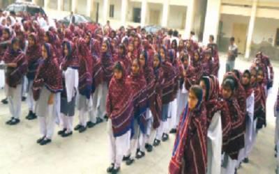 حیدر آباد: گرلز سکولوں میں طالبات کو یونیفارم کیساتھ اجرک اوڑ ھنا لازمی