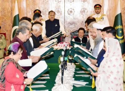 کپتان کے نئے پاکستان کی 16 رکنی کابینہ نے حلف اٹھا لیا