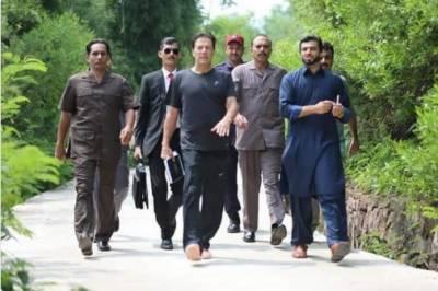 وزیراعظم عمران خان عید کی چھٹیوں میں دفتر امور نمٹائیں گے