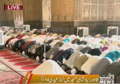 Lahore : Eid offered in Badshahi Masjid
