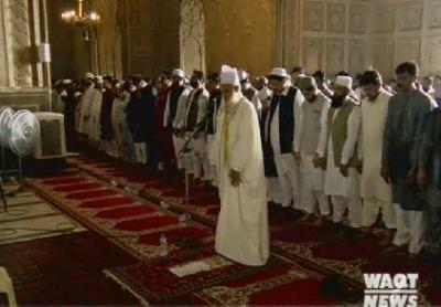 ملک بھر کی طرح لاہور میں نماز عید کے لیے چھوٹے بڑے اجتماعات ہوئے۔