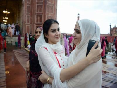 ملک بھر میں عید کا آج دوسرا روز بھی جوش و خروش سے منایا جارہا ہے