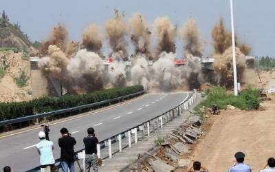 چین میں پل کو دھماکا خیز مواد سے ملبے کا ڈھیر بنادیا۔