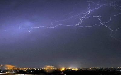 کراچی میں ہلکی بارش، موسم خوشگوار ہوگیا،مختلف علاقوں میں بجلی معطل