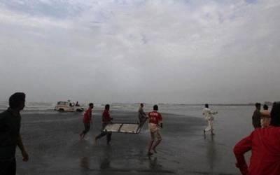 کراچی: سمندر میں طغیانی کے باعث انتظامیہ نے ہاکس بے کا ساحل بند کر دیا
