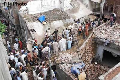 لاہور: بوسیدہ مکان کی چھت زمین بوس، 2 بچے جاں بحق، ماں کی حالت تشویشناک