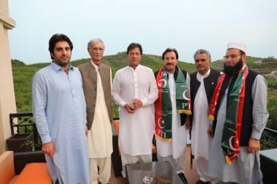 تحریک انصاف میں سیاسی رہنماؤں کی شمولیت جاری