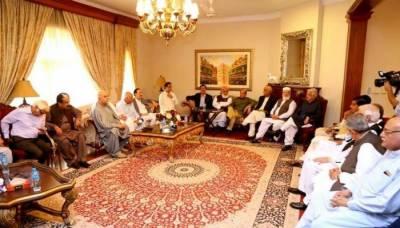 مشترکہ صدارتی امیدوار کے نام پر اپوزیشن تقسیم: پیپلز پارٹی اعتزاز احسن کے نام پر ڈٹ گئی