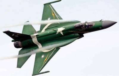پاک فضائیہ کے JF-17 تھنڈر طیارے کی پولش ائیر شو میں دھوم