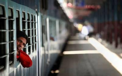 بھارت: ٹرینوں میں طیاروں جیسے کھانے فراہم کئے جائیں گے