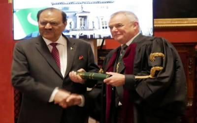 صدر ممنون حسین کی خواہش کے احترم میں رائل کالج آف فزیشنز نے پاکستانی ڈاکٹروں کے لیے تمام پیشہ ورانہ امتحانات پاکستان میں کرانے کا فیصلہ کر لیا۔