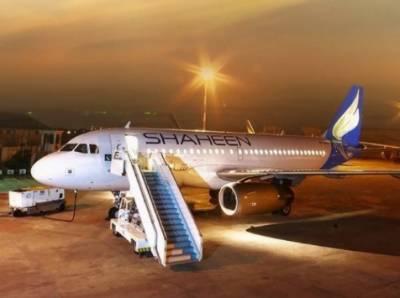 کراچی: خصوصی اجازت ملنے کے بعد شاہین ایئرلائن کی پہلی حج پرواز این ایل 704 مدینے میں پھنسے 216 حاجیوں کو لے کر آج صبح کراچی پہنچ گئی۔