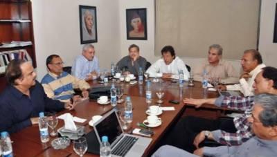 قومی اسمبلی کے حلقہ این اے 243 میں ضمنی انتخاب کے لیے ٹکٹ جاری کرنے سے متعلق تحریک انصاف نے اپنے 4 امیدواروں کا سروے کرانے کا فیصلہ کیا ہے۔