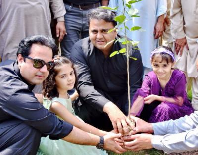 ہمارا ہدف آئندہ 5سال میں 10ارب پودے لگانے کا ہے،وفاقی وزیر اطلاعات فواد چوہدری