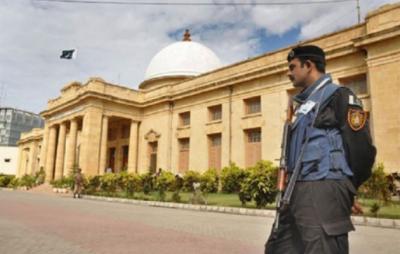 سپریم کورٹ کراچی رجسٹری میں اتوار کے دن چیف جسٹس نے کھلی عدالت لگا لی