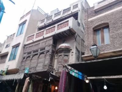 اندرون شہر کو اصل لاہور بھی کہا جاتا ہے اور اس کی اصل خوبصورتی یہاں کی تنگ گلیاں ہیں،