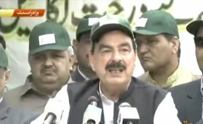 وزیر ریلوے شیخ رشید احمد نے اسلام آباد مارگلہ اسٹیشن پر شجرکاری مہم کا آغاز کردی