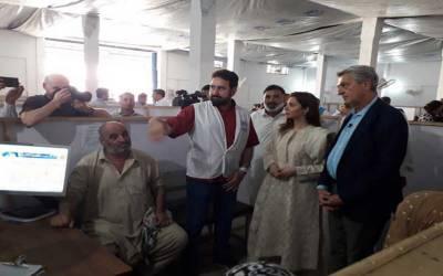 پاکستانی اداکارہ ماہرہ خان کا اقوام متحدہ کے ہائی کمشنر برائے بحالی مہاجرین کے ساتھ افغان مہاجرین کیمپ کا دورہ