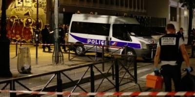 فرانس کے دارالحکومت پیرس میں ایک شخص نے راہگیروں پر چاقو اور لوہے کی سلاخ سے حملہ کردیا