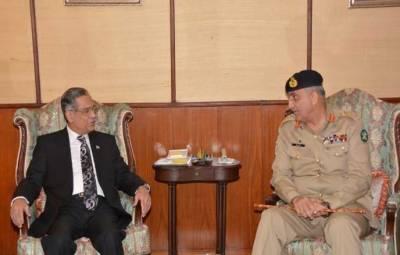 سپہ سالار پاک فوج جنرل قمر جاوید باجوہ نے پاک فوج کی جانب سے ڈیم فنڈ کیلئے ایک ارب انسٹھ لاکھ روپے سے زائد کا چیک چیف جسٹس پاکستان کو پیش کر دیا